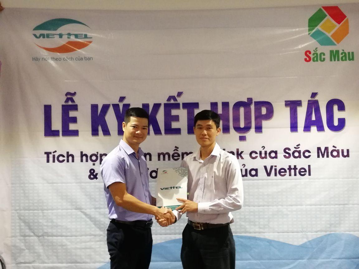 Hình ảnh buổi ký kết SInvoice của Viettel và sthink của Sắc Màu